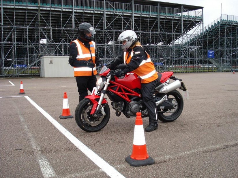 ducati-rider-training-launches-in-the-uk-35599_1